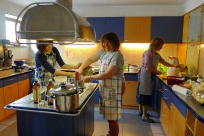 Unsere Köchinnen in Aktion