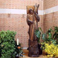 Der Kirchenpatron St. Magnus von Otto Kobel, 1997 geschnitzt aus Mooreiche