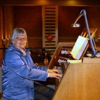 Brigitte Linder an ihrem Arbeitsplatz in der Magnuskirche