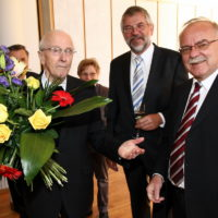 2011 - Empfang im Pfarrheim zum 90. Geburtstag von Alwin Holdenrieder - Altbürgermeister Werner Himmer und Stv. Landrat Hubert Endhardt